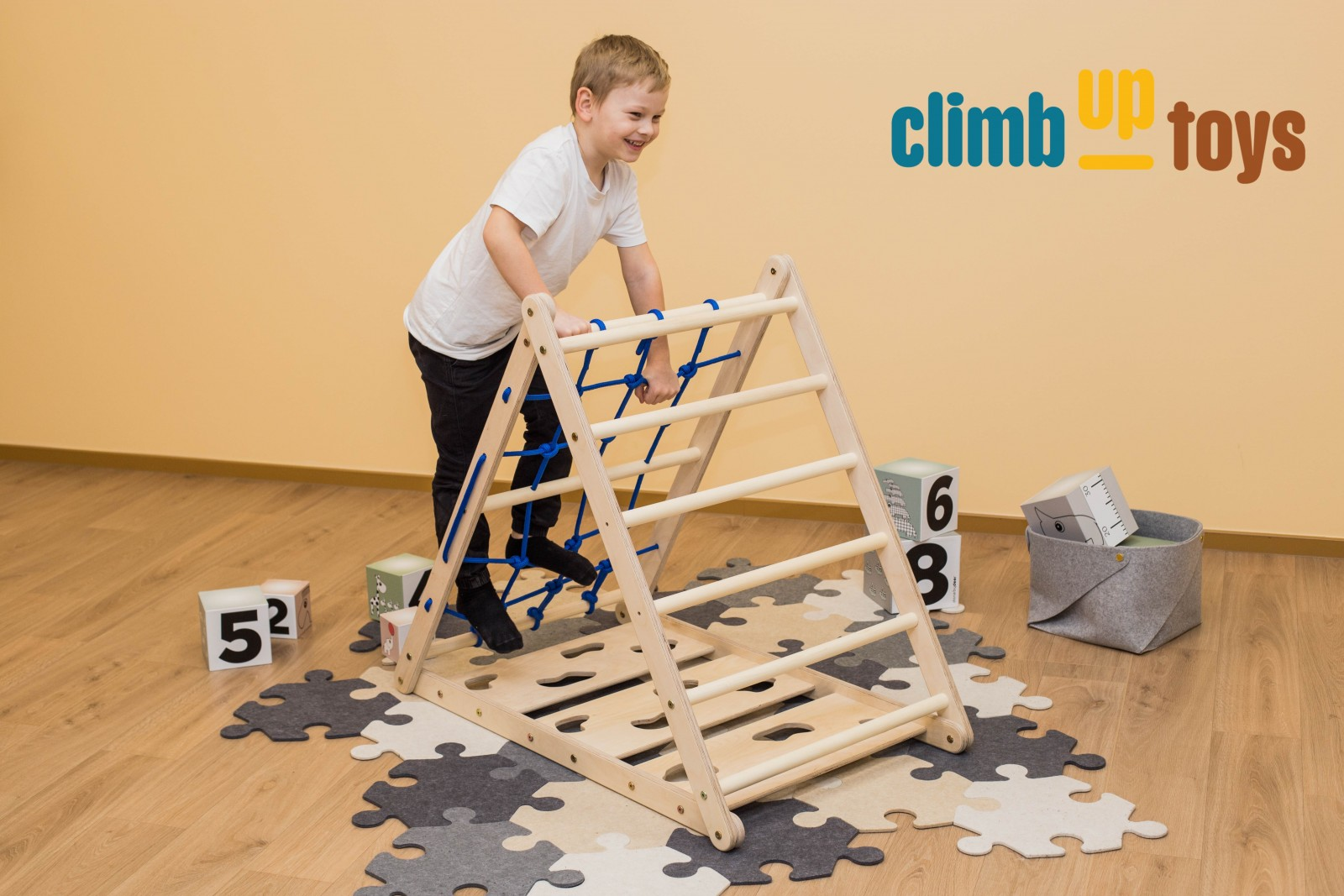 3-sided Triangle with ladder part wall, climbing wall and rope net wall